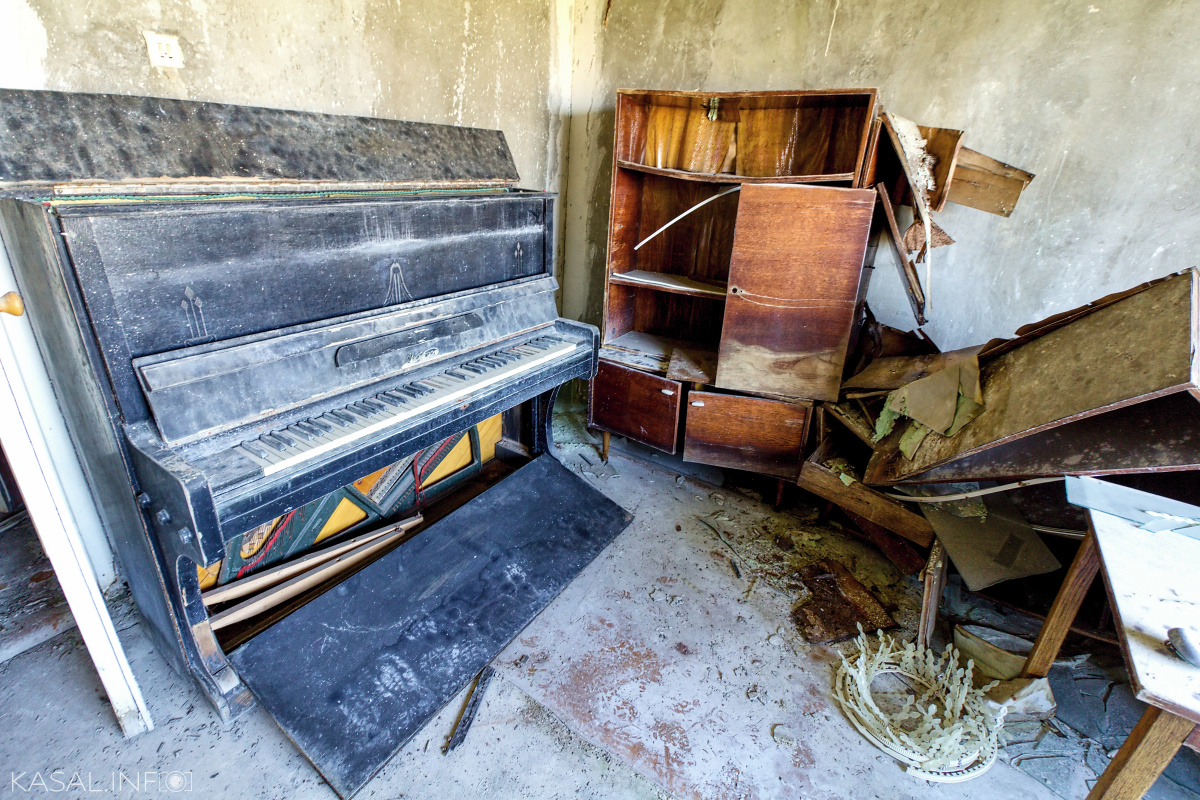 Piano in the abandoned house